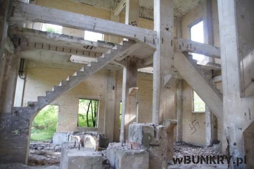 zniszczone obiekty fabryki prochu